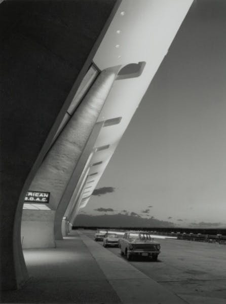 Eero Saarinen, Dulles International Airport Terminal, Chantilly, Virginia, circa 1963