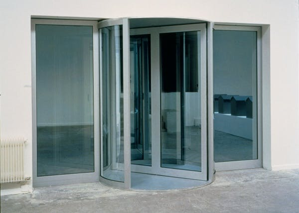 Dan Graham, Altered Two-Way Mirror Revolving Door and Chamber (for Loie Fuller), 1987