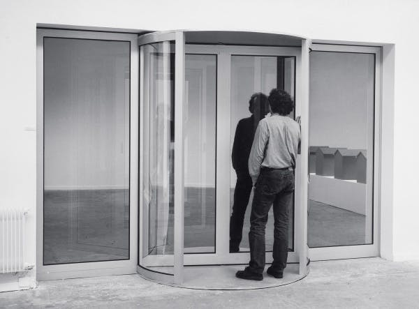 Dan Graham, Altered Two-Way Mirror Revolving Door and Chamber (for Loie Fuller), 1987