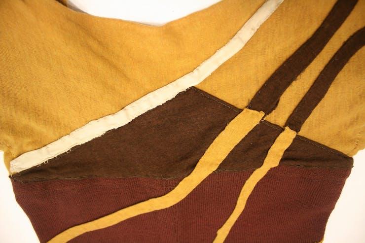 Totem Ancestor (1942) neckline detail