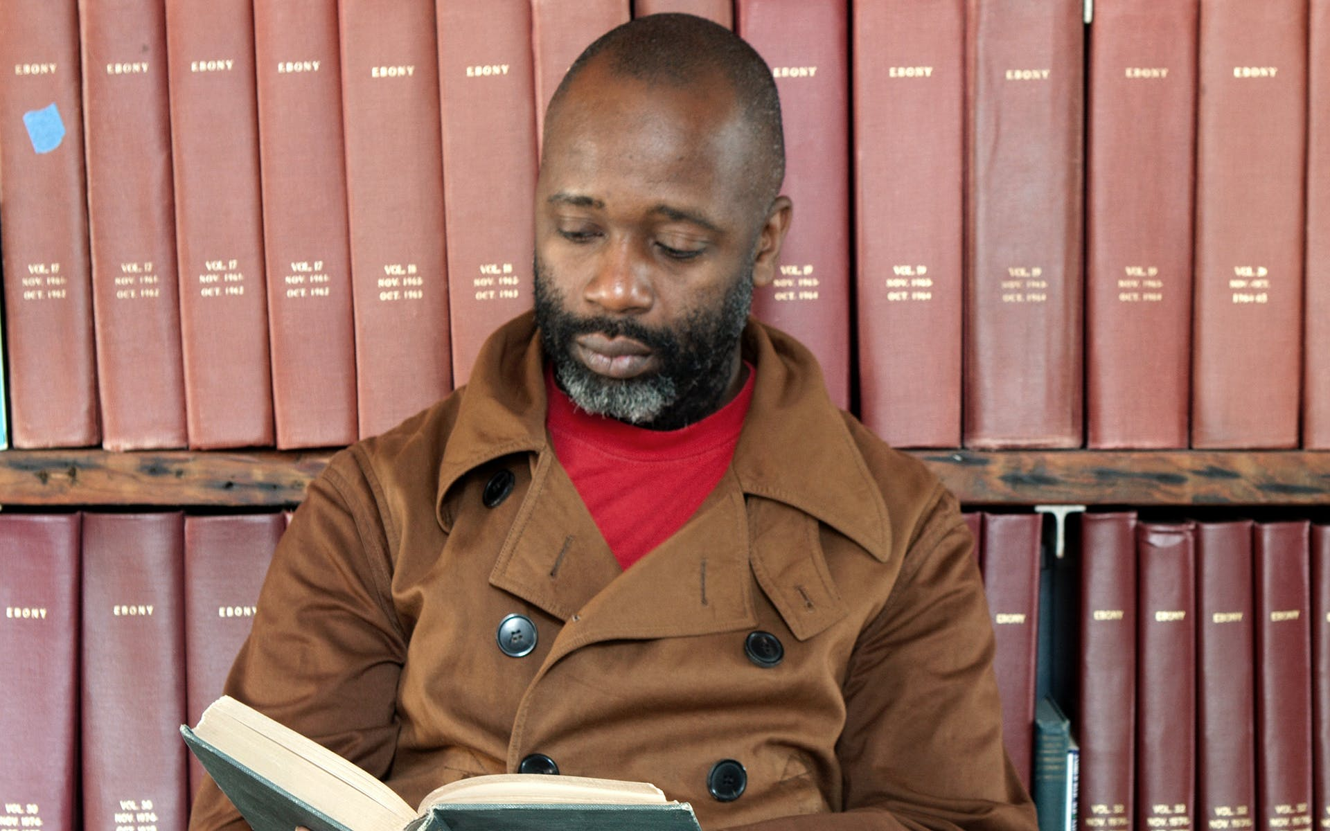 Photo of artist Theaster Gates at a library