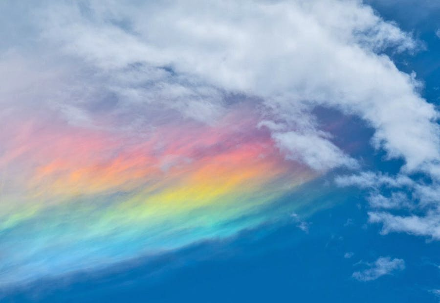 Gradient -- Iridescent clouds