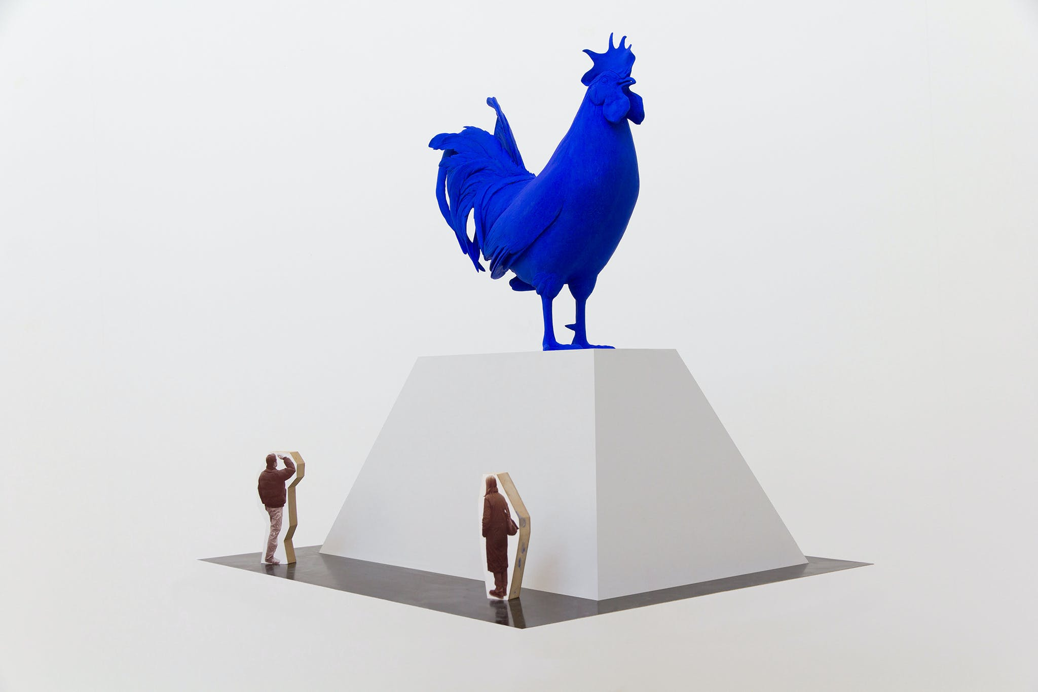 Blue chicken sculpture Katharina Fritsch