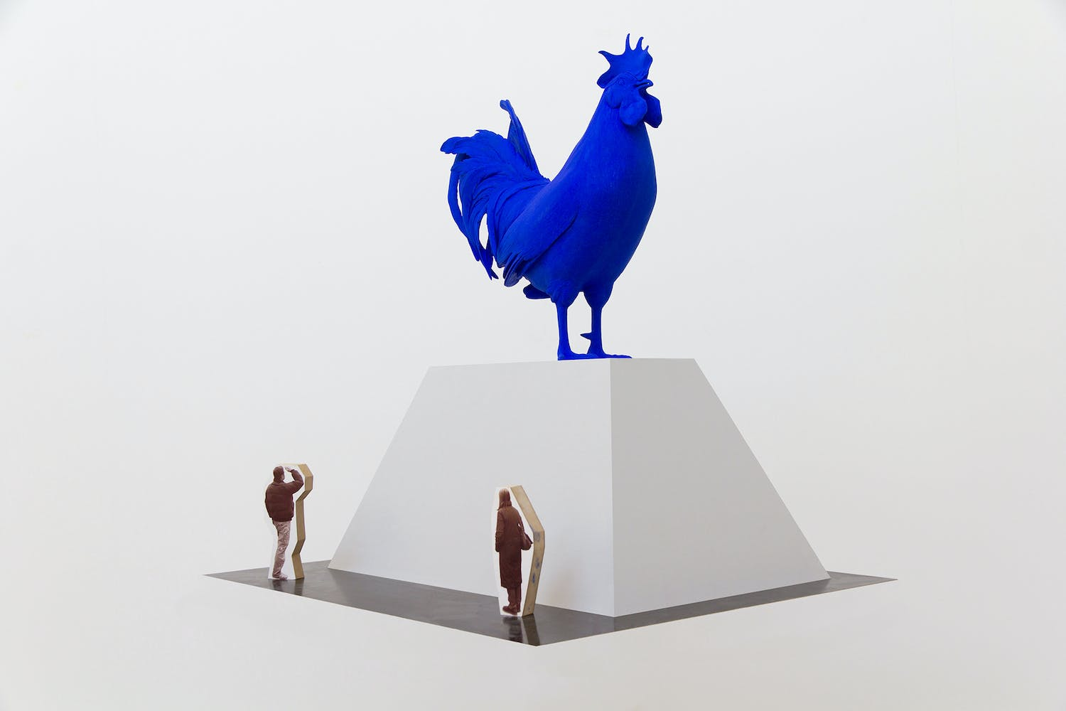 Blue chicken sculpture Katharina Fritsch