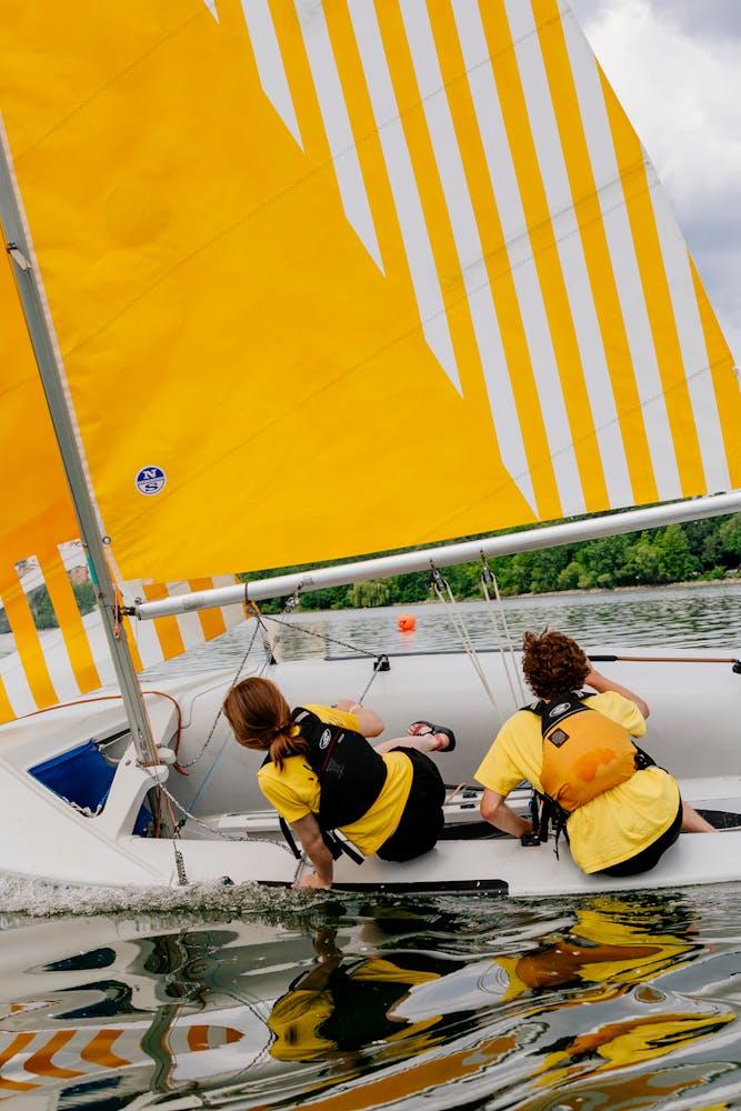 Sailboat racers in Lake Bde Maka Ska